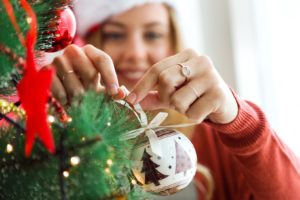 Holiday Home Decorating Hacks to Reduce Stress and Add Glitz